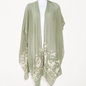 Francesca's collection women's  embroidery Kimono